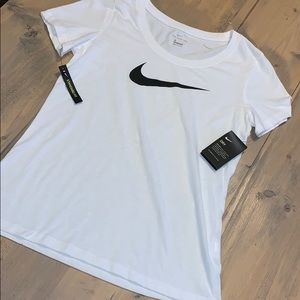 Nike Tops - NWT Nike short sleeve tee
